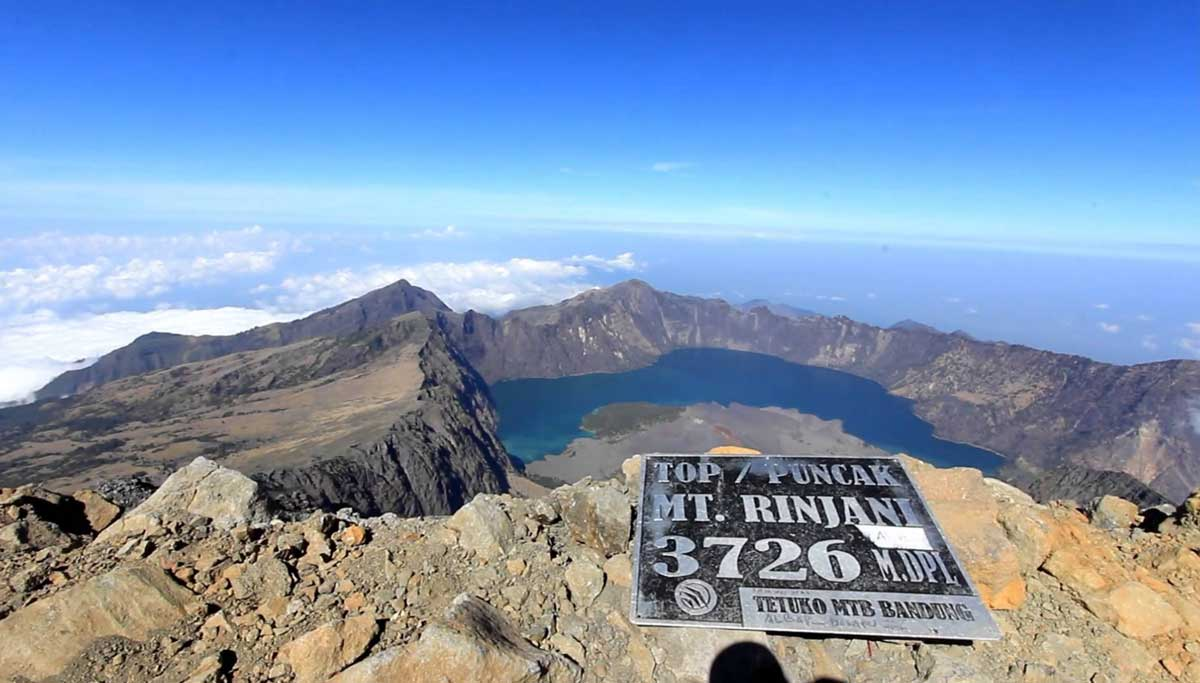 Climbing mount rinjani package lombok island indonesia about us - Rinjanisummit